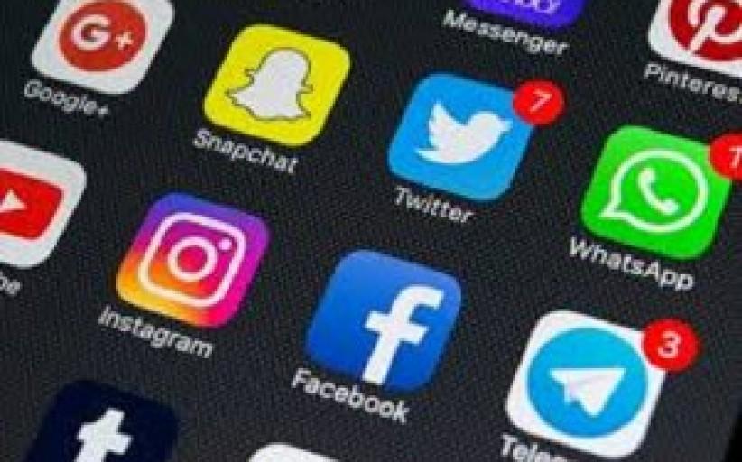 راهنمای مراقبت از کودکان در شبکههای اجتماعی؛ با واتس اپ، تلگرام و اینستاگرام چه کنیم؟