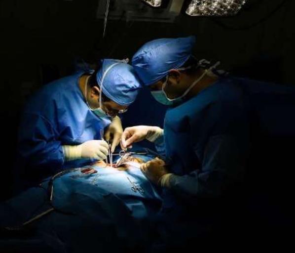 تب پزشک شدن همچنان در تن جامعه دانشآموزی